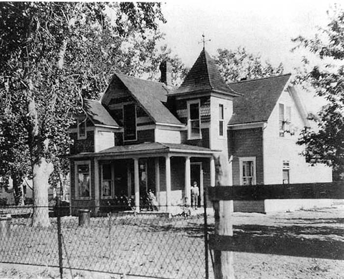 The Thomas House in about 1905 at its Waneka Lake location, about 1/2 mile west of the intersection of Baseline Road and U.S. Highway 287.