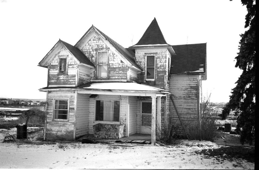 The Thomas House, built circa 1894, in 1995 at its Waneka Lake location. The historic post columns on the front porch were stolen the day after this photo was taken.