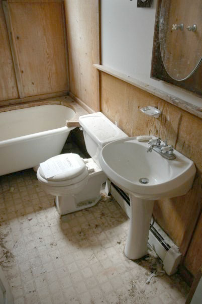 The bathroom before renovation at 109 E Cleveland.