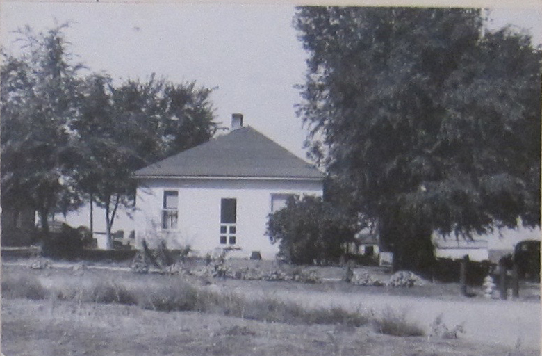 The Kneebone House at 311 E. Oak Street in Lafayette, shown in 1948